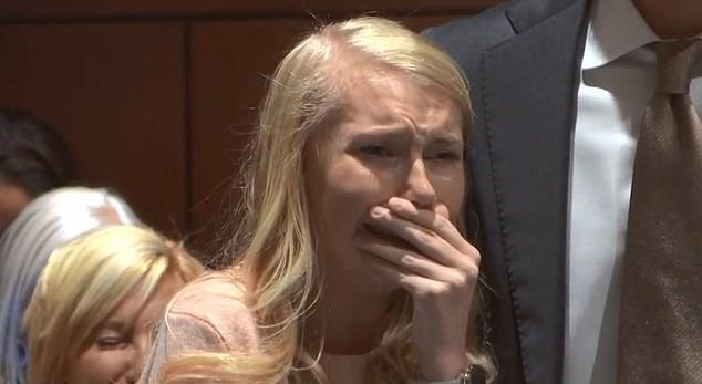 17-latka urodziła noworodka, po czym go podpaliła. Decyzja sądu w tej sprawie szokuje