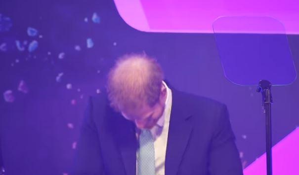 płaczący książę harry