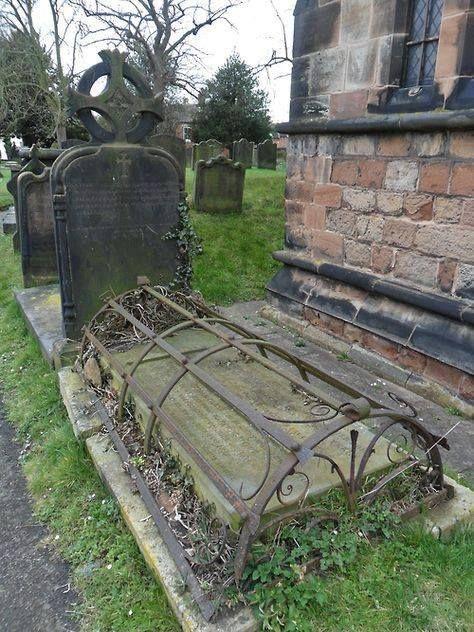 Groby wyklęte