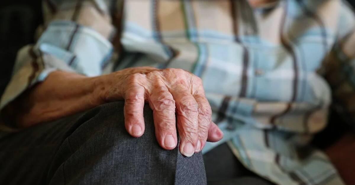 opozycja powinna podnieść wiek emerytalny