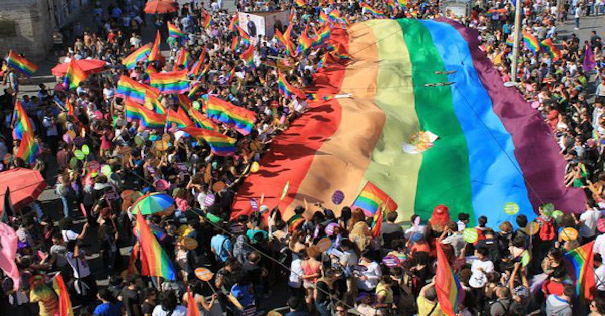 przeciwnik LGBT jest gejem