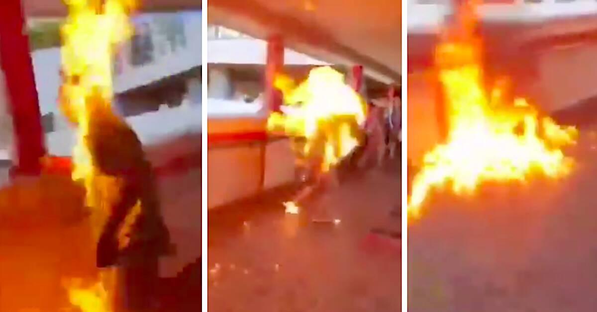 w trakcie protestu podpalono mężczyznę