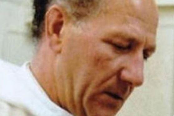 Zamordował i torturował księdza-pedofila