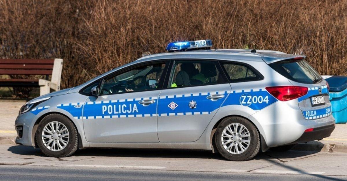 Policja rozdaje bilety lotnicze