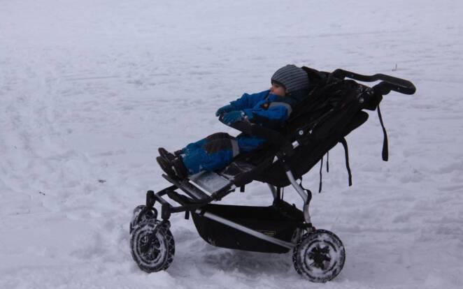 Dziecko zamarzło w wózku