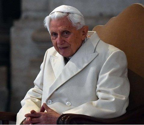 Książka Benedykta XVI o celibacie