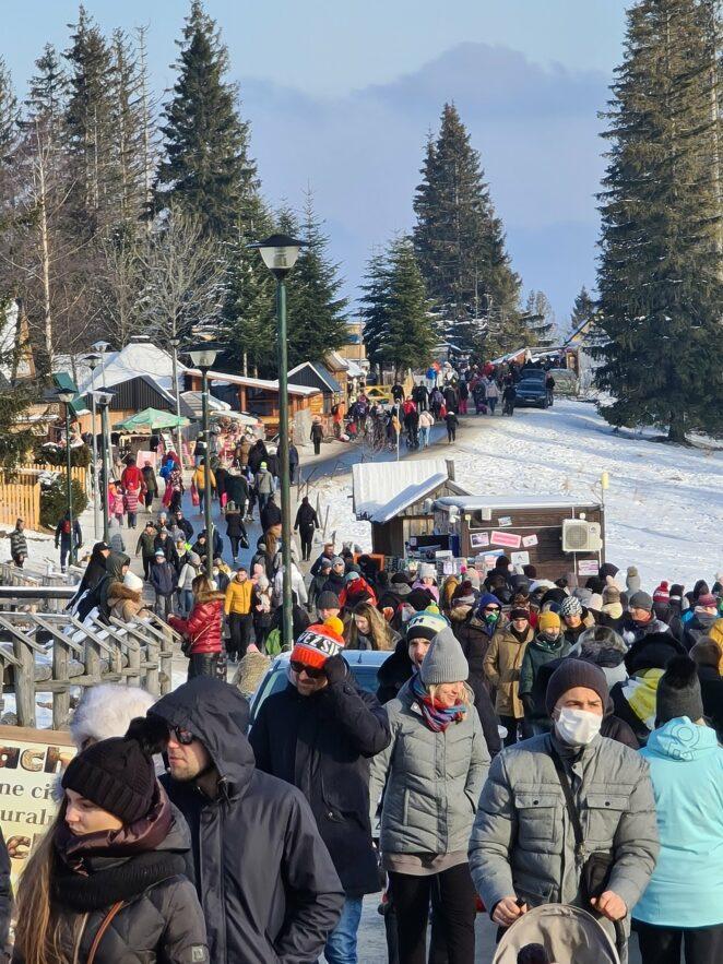 Turyści szturmują góry