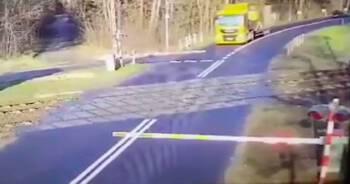 Zderzenie pociągu z ciężarówką