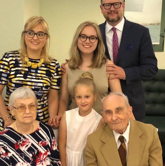 Paweł Adamowicz z rodziną i rodzicami