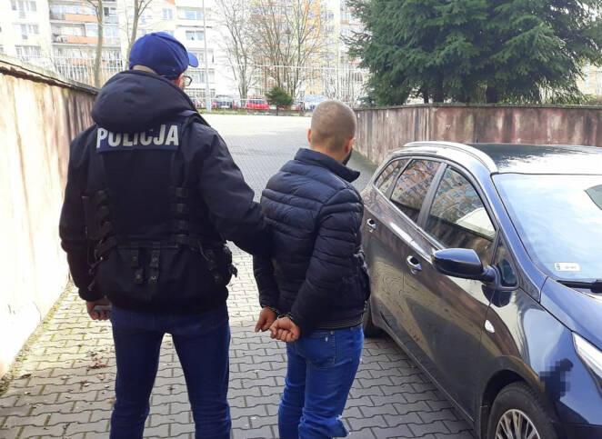 91-latek wyrzucił przez okno 108 tys. zł
