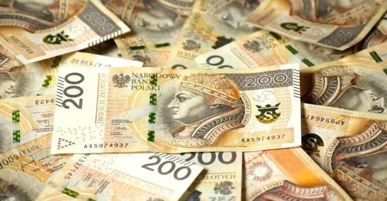 91-latek wyrzucił przez okno pieniądze