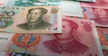 Chińczycy niszczą banknoty