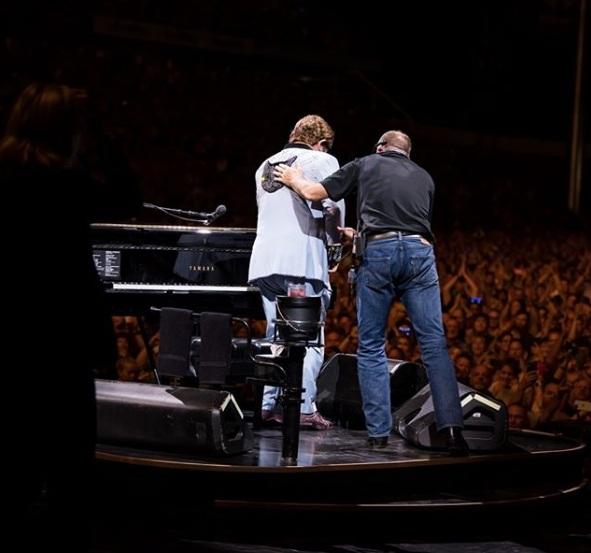 Elton John stracił głos