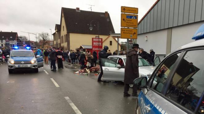 Kierowca wjechał w tłum ludzi