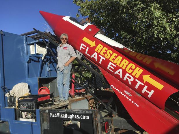 Mike zginął w katastrofie rakiety