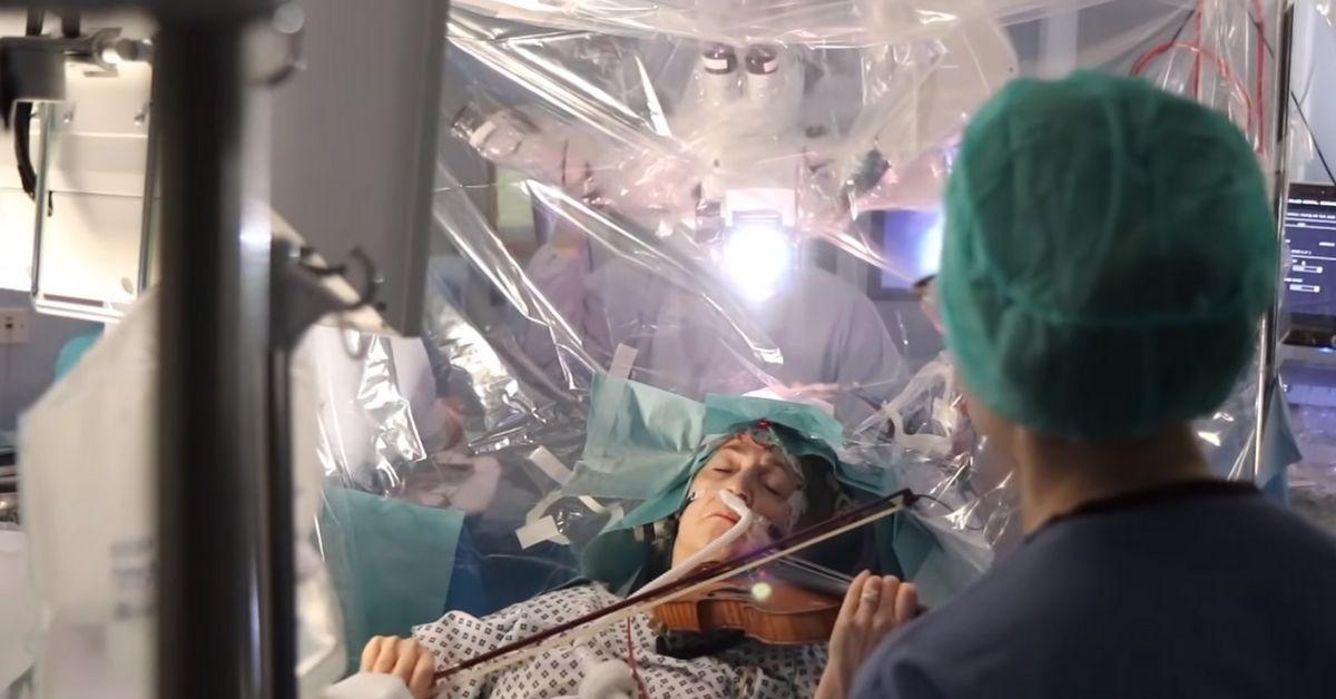 Operacja na mózgu grającej skrzypaczki