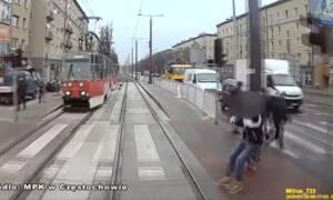 Cieżarna wbiegła pod tramwaj