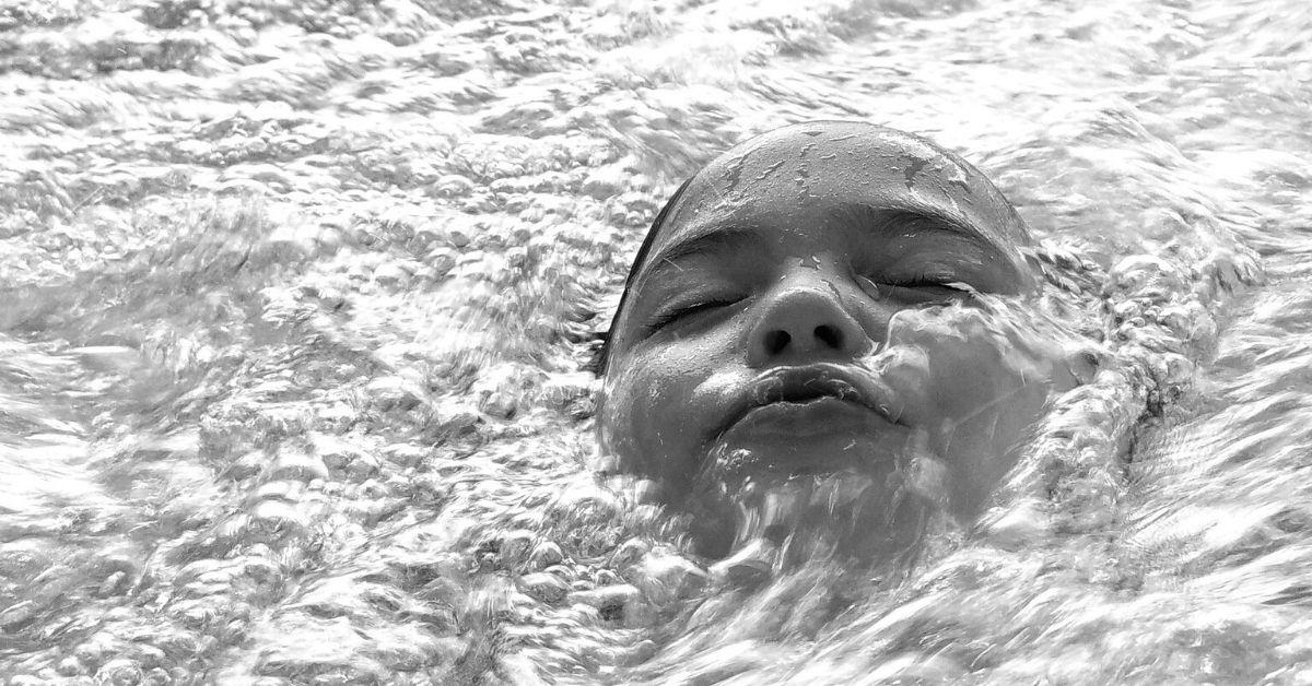 Nie zyje 12-latka z basenu z Łomnicy