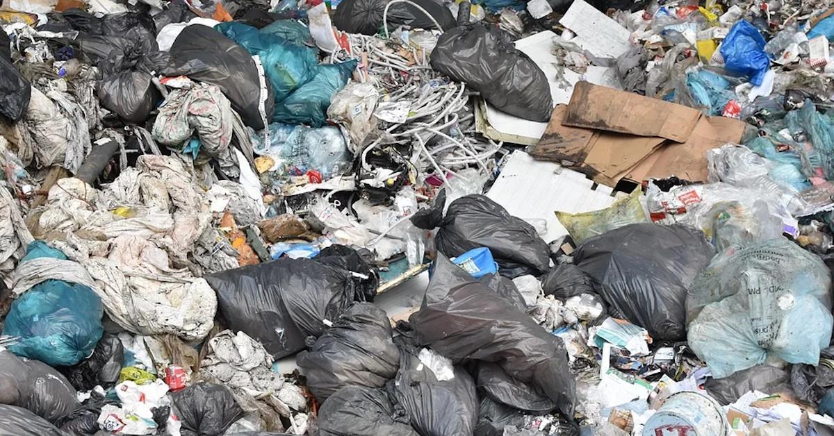 noworodek w sortowni śmieci