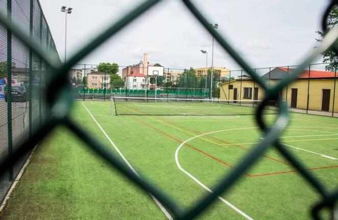 szkolne boiska trują