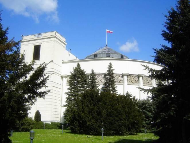 Potwierdzono wyniki na COVID-19 u ministrów