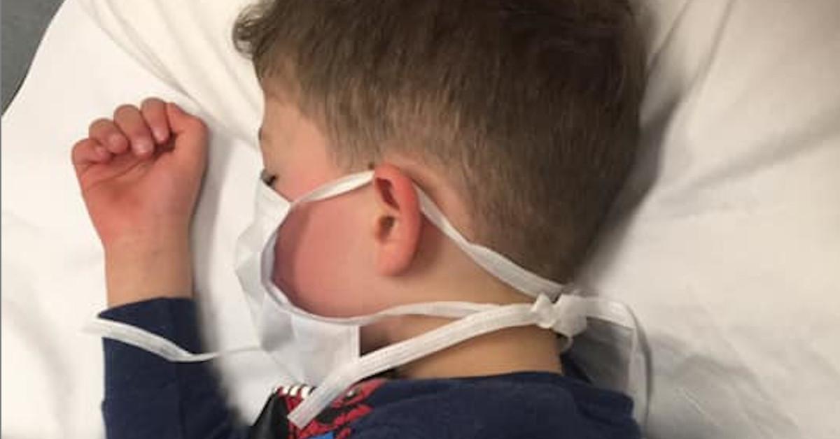 dziecko walczy z koronawirusem