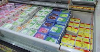 lizał lody w sklepie