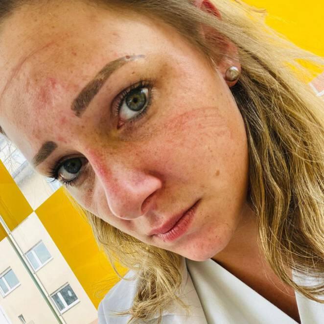 Selfie medyków po walce z koroanwirusem