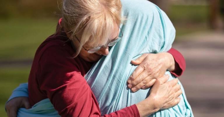 pielęgniarka chciała przytulić mamę