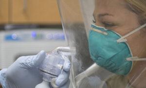 251 pielęgniarek i położnych zostało zakażonych koronawirusem