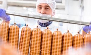 170 pracowników zakładów mięsnych na kwarantannie. Ruszyła lawina zachorowań