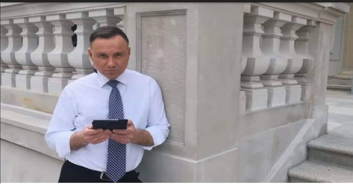 Andrzej Duda rapuje 0