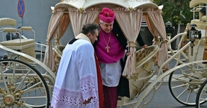 biskup Edward Janiak udzieli święceń