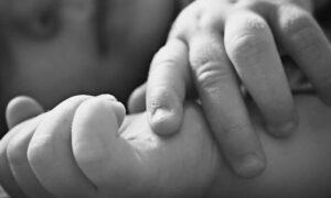 Rodzice podali dziecku krew żółwia. 5-miesięczna dziewczynka nie żyje
