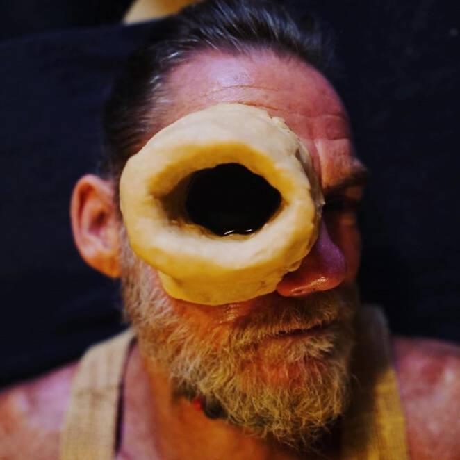 john scott ma dziurę w oku