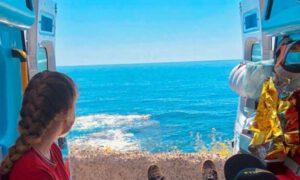 Senior chciał zobaczyć morze. Karetka zatrzymała się nad brzegiem plaży!