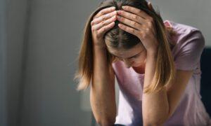 Narzeczony żąda, aby kobieta poddała się bolesnej operacji