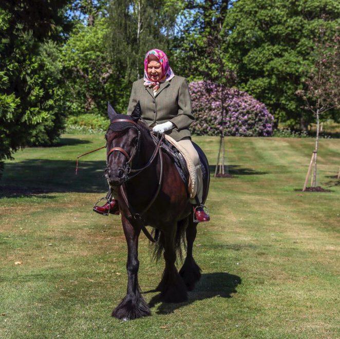 94-letnia Elżbieta jeździ konno