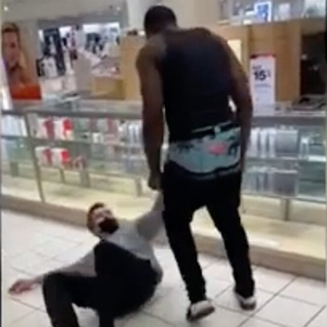 Afroamerykanin zaatakował białego pracownika