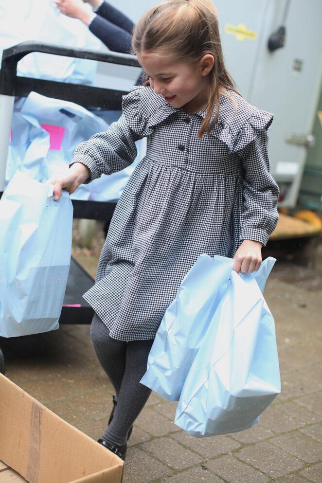 Księżna Kate i książę William narażają córkę