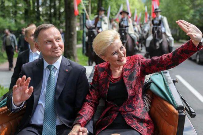 Trzaskowski wygra z Dudą