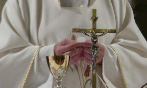 Ile zarabiają kapelani w skarbówce? Średnia ich zarobków może zdziwić
