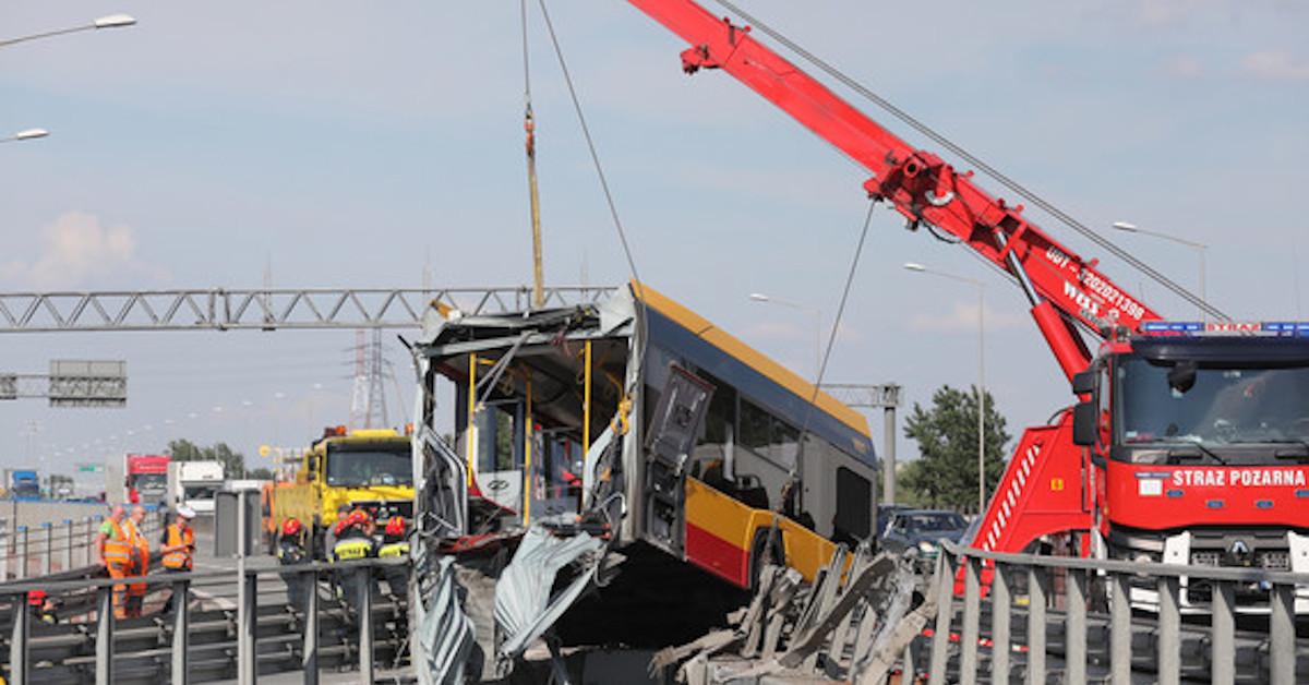 nagranie z momentu wypadku autobusu