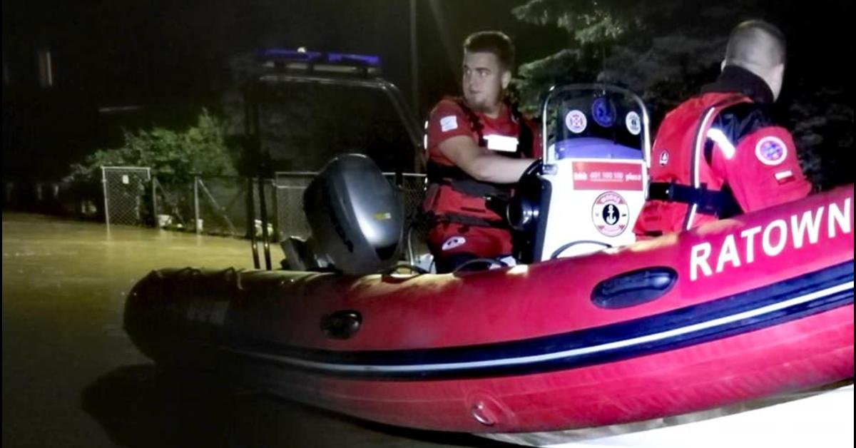 Woda porwała wóz strażacki