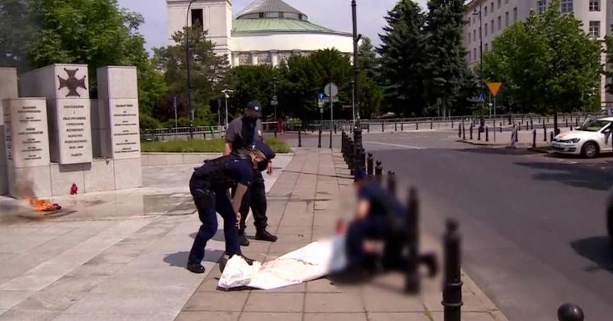 samopodpalenie przed Sejmem