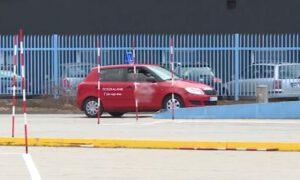 Kursantka przejechała instruktora na prawo jazdy. 35-latek zginął na miejscu