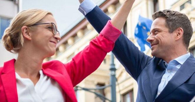 Rafał Trzaskowski wygrywa w sondażu