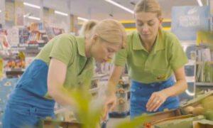 Ile zarabia zwykły pracownik popularnego sklepu spożywczego?