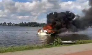 Pożar dwóch łodzi w Ostródzie. Troje dzieci i osoba dorosła w szpitalu