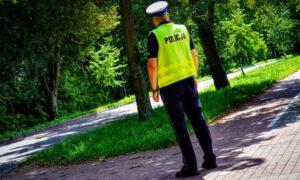 Wrocław: Mężczyzna puścił bąka przy policjantach. Sąd właśnie wydał wyrok!